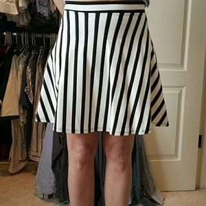 NWT BEBE black and white skirt size small